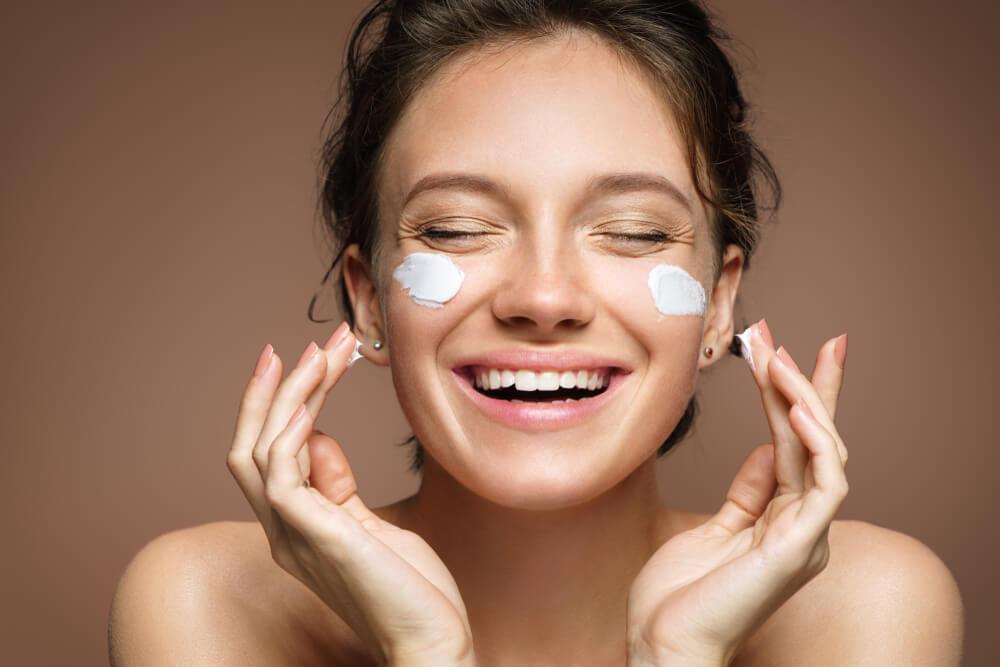 Skincare: o que é e passo a passo para montar uma rotina