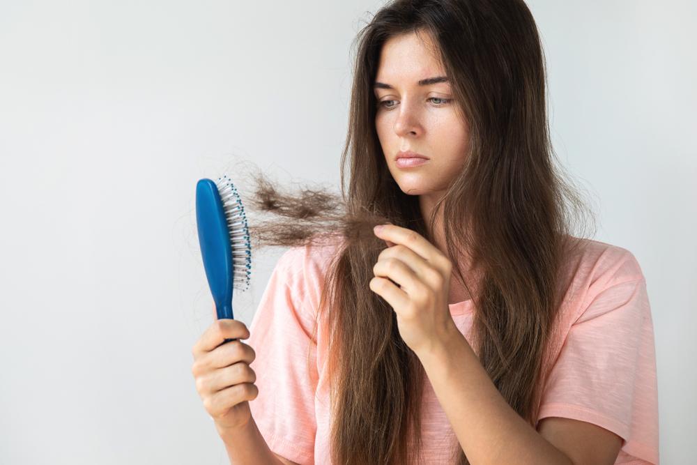 Qual o melhor remédio para fortalecer unhas e cabelos?