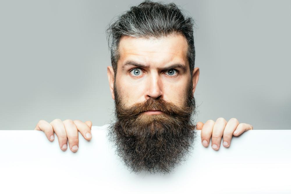 Escove a barba diariamente
